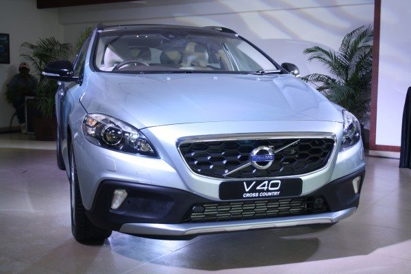 Volvo-V40-Cross-Country-India-Launch-Price-Pics-2