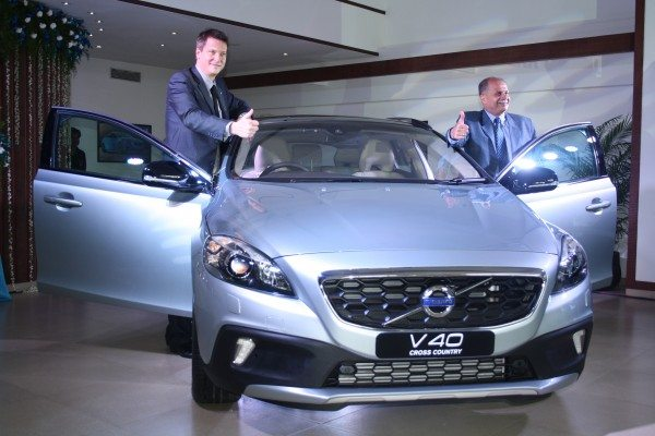Volvo-V40-Cross-Country-India-Launch-Price-Pics-3
