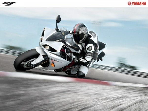 Yamaha-YZF-R1-india-price