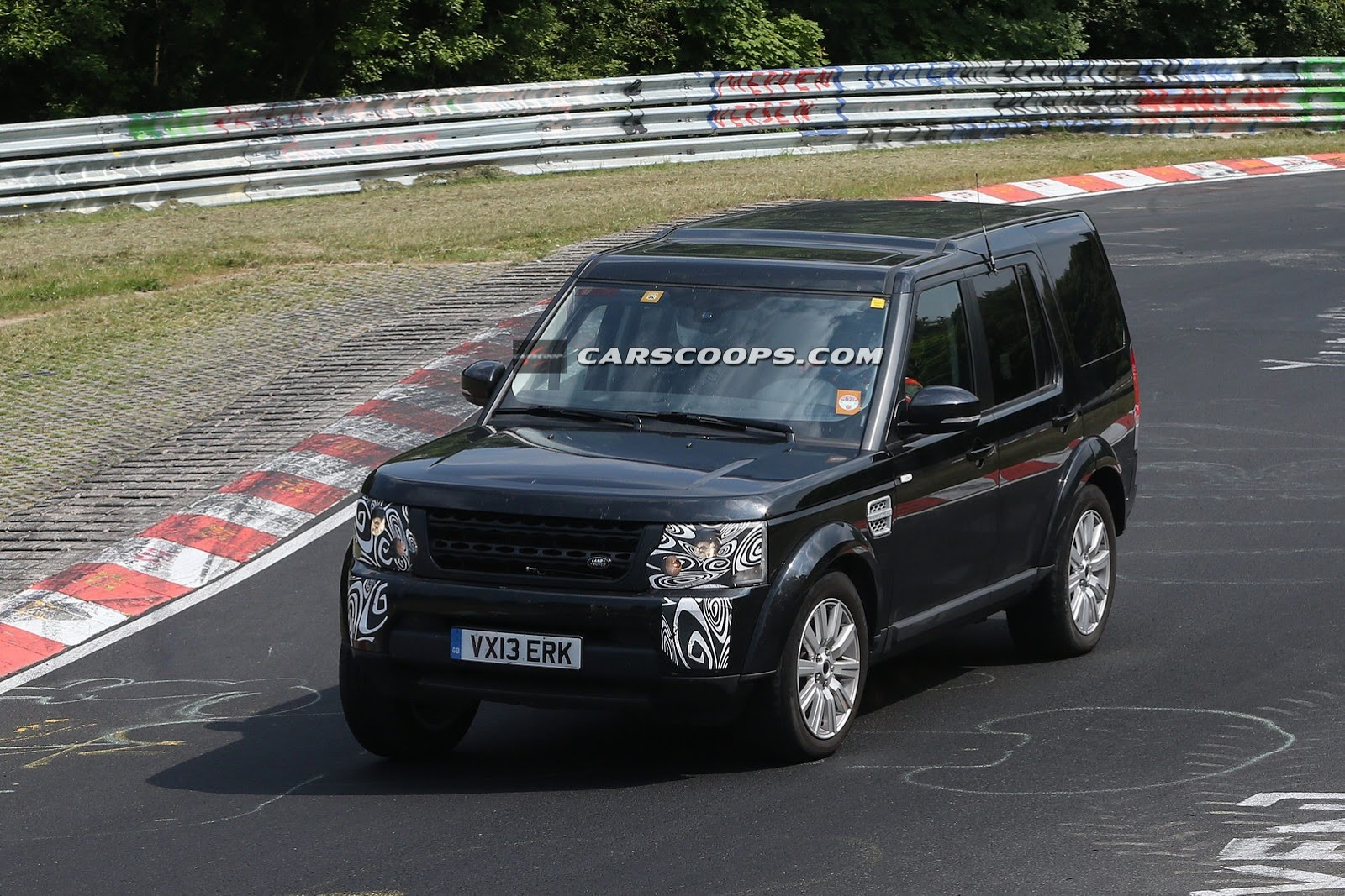 http://www.motoroids.com/wp-content/uploads/2013/07/2014-Land-Rover-Discovery-LR4-pics-7.jpg