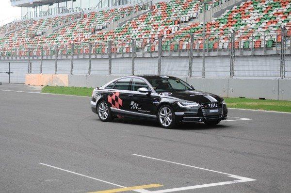 Audi S6_Dynamic Shot_Image 1-