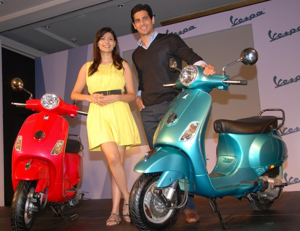 Bollywood heartthrob Sidharth Malhotra unveiled the Vespa VX in two distinctly different colours...1