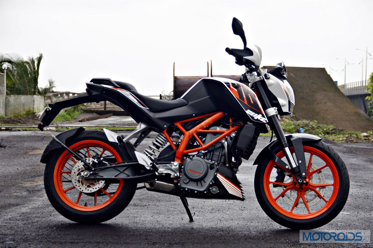 ktm 390 duke first review mayhem minified motoroids. Black Bedroom Furniture Sets. Home Design Ideas