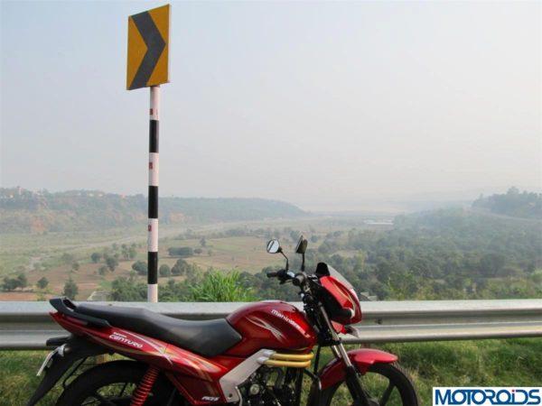 Mahindra-Centuro-Review-Mileage-Specs-12