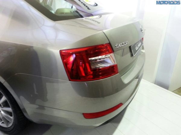 2013-Skoda-Octavia-India-launch-pics-specs-1 (11)