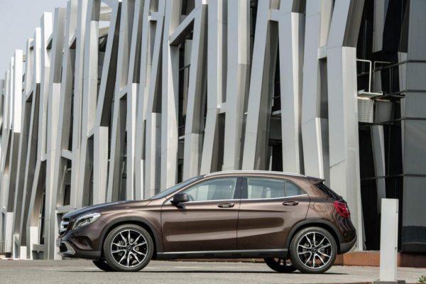 2014-Mercedes-GLA-pics-4