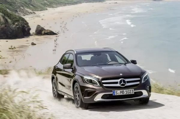 2014-Mercedes-GLA-pics-video