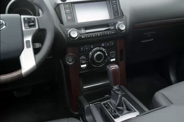2014-Toyota-Land-Cruiser-Facelift-Pics- (3)