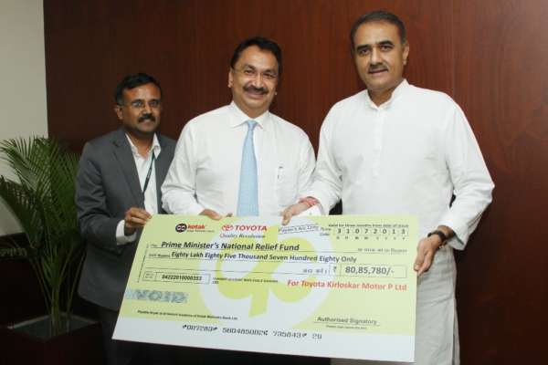 Mr. Praful Patel, Hon'ble Minister for Heavy Industry with Mr. Vikram Kirloskar, Vice Chairman, Toyota Kirloskar Motor