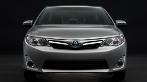 Toyota-Camry-Hybrid-pics-launch-brochure (3)