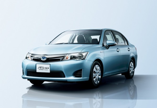 Toyota-Corolla-Axio-Hybrid-Japan