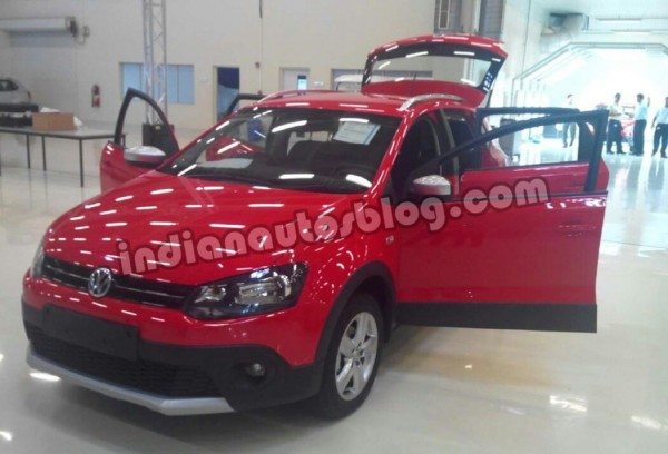 VW-Cross-Polo-spied
