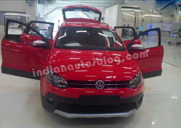 VW-Cross-Polo-spied-doors-open