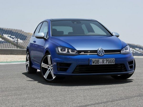 2013-volkswagen-golf-r-wallpaper