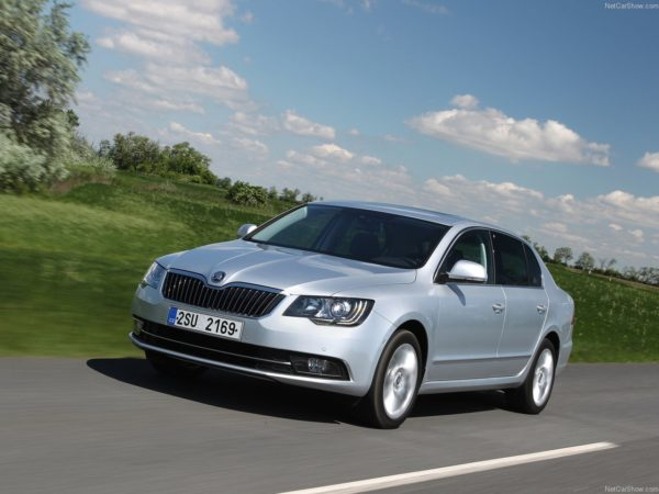 2014 Skoda Superb facelift images motoroids (7)