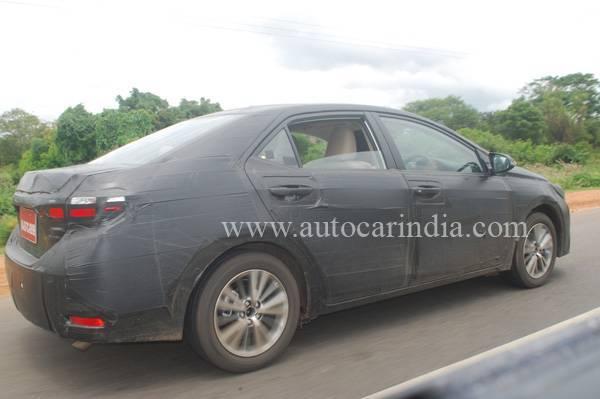 2014-Toyota_corolla_india_launch_2