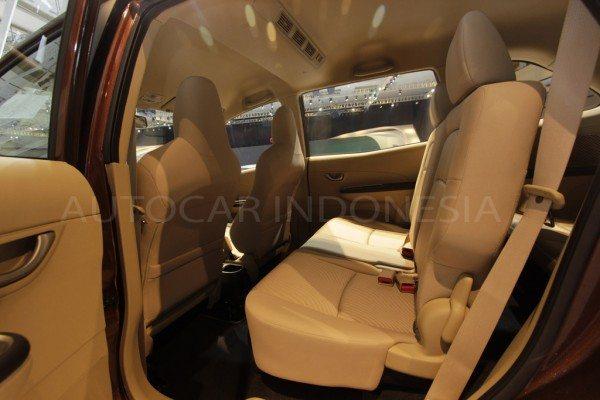 Honda-Mobilio-interior-pics-2