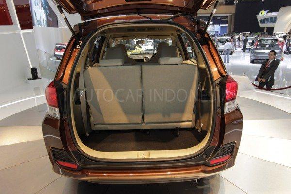 Honda-Mobilio-interior-pics-3