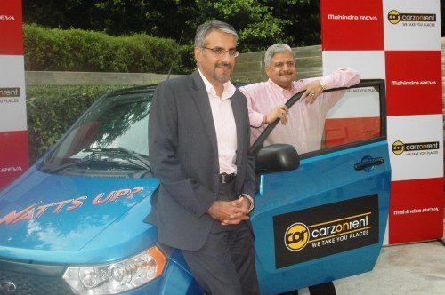 (L to R) Mr. (L to R) Mr. Chetan Maini, CEO Mahindra Reva Electric Vehicle Pvt Ltd_ Mr. Rajiv Kr Vij, CEO & MD Carzonrent (I) Pvt Ltd