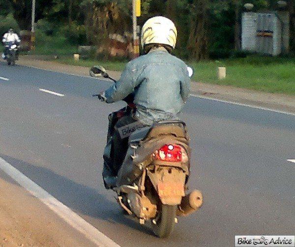 Mahindra-301-automatic-scooter-4