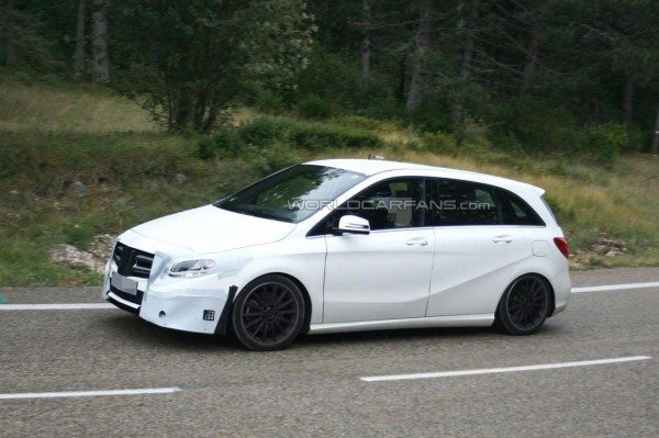 Mercedes-Benz-B-Class-facelift-pics-3