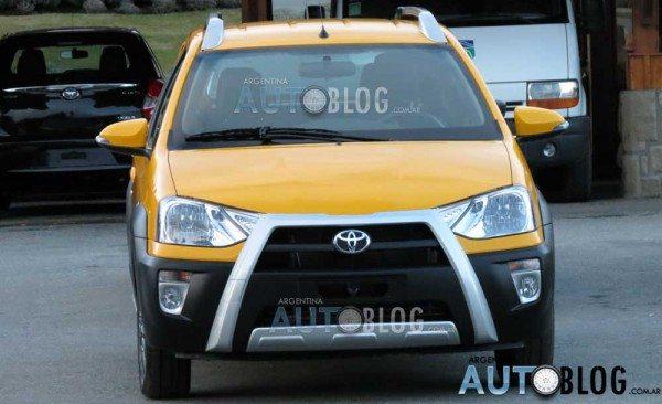 Toyota-Etios-Cross-1
