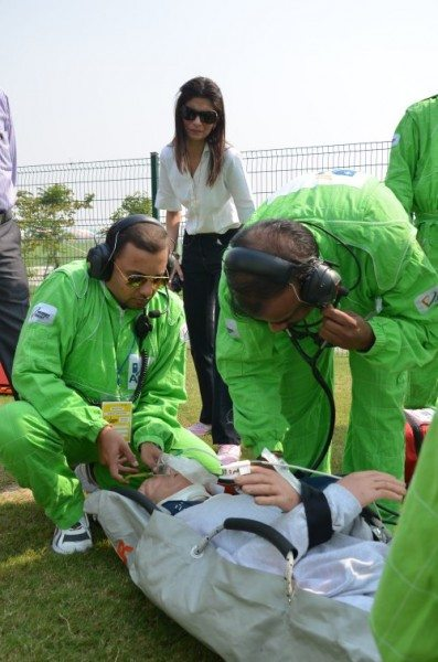 Dr. Priyadarshani Pal Singh instructing the Apollo doctors during extrication