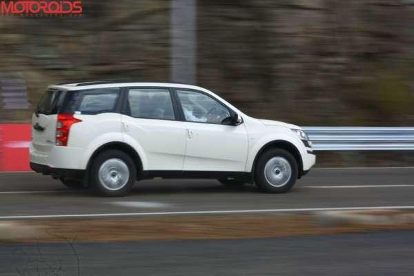 Mahindra-XUV-500-W4