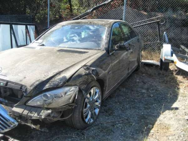 Mercedes-S-Class-accident02