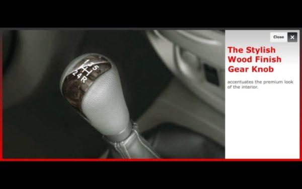 Toyota-Innova-facelift-price-pics-wood-finish-armrest-panel-1024x640 (2)
