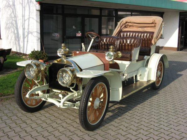 A 1905 Simplex 28/32 HPs Phaeton is to be auctioned by Coys at their True Greats sale on December 3rd