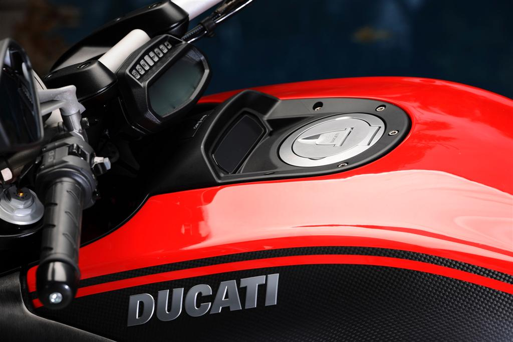 2014 Ducati Diavel Carbon-3