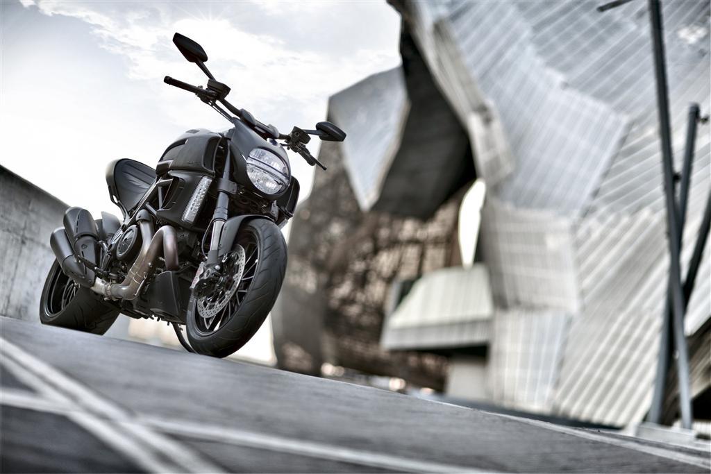 2014 Ducati Diavel Dark-2