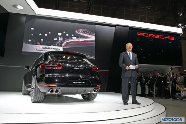 770381_Porsche_Macan_Asia_Premiere_Tokyo_Motorshow_2013_with_Toshiaki_Kurosaka _President_Porsche_Japan