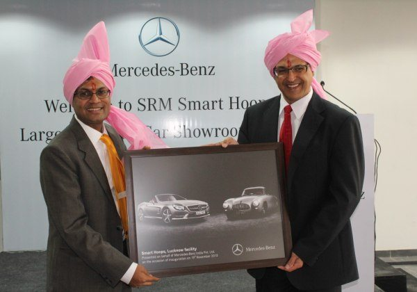 Eberhard Kern, MD&CEO, Mercedes-Benz India handing over the Dealer Memento to Neeraj Agarwal, Managing Director, SRM Smart Hoop