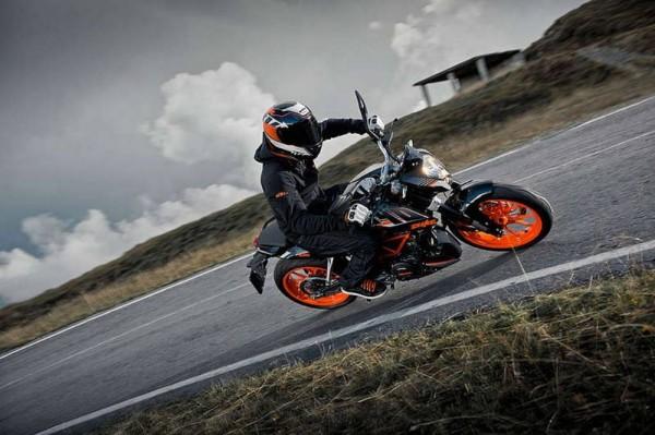 KTM-Duke-390-black-pics- (4)