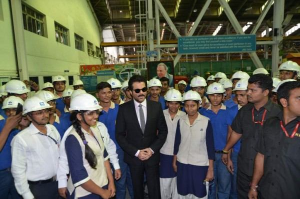 The dashing Jai Singh Rathod of the action packed 24 series spends time with the young, enthusiastic students at the Training Division in the plant. The students were very thrilled to have met Anil Kapoor in the facility.