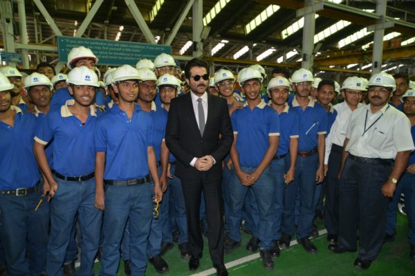 uperstar Anil Kapoor, visited the Tata Motors Plant in Pimpri and filled the air in the plant with exuberance. The star took a plant tour and during the visit interacted with employees and staff in the plant. While addressing employees he stated that 24 is all about action, thrill and drama and that is what the Tata Safari Storme is all about too.