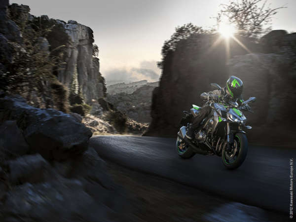 2014-kawasaki-z1000-india-launch-pics-60x420 (7)