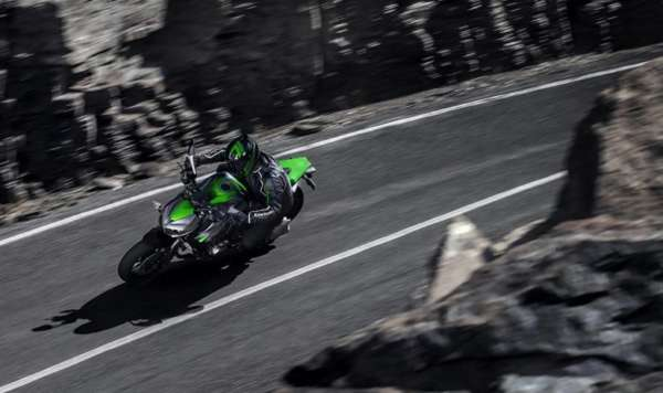 2014-kawasaki-z1000-india-launch-pics-60x420 (9)