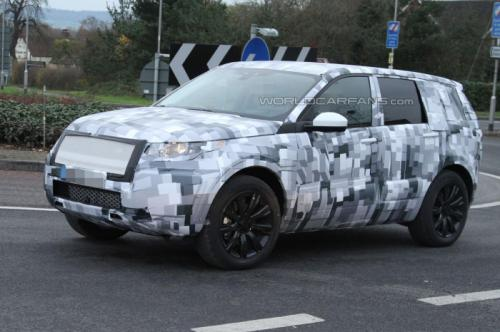 Upcoming 2015 Land Rover Freelander Spied Wearing a Production Body