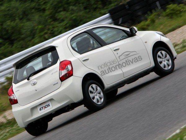 2016-Toyota-Etios-Liva-facelift-2
