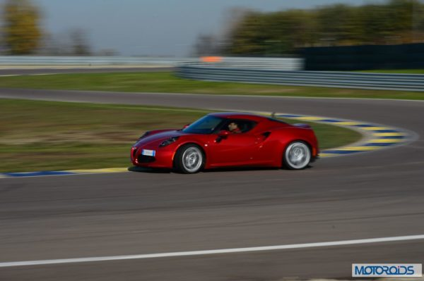 Alfa Romeo 4C review interior and exterior (15)