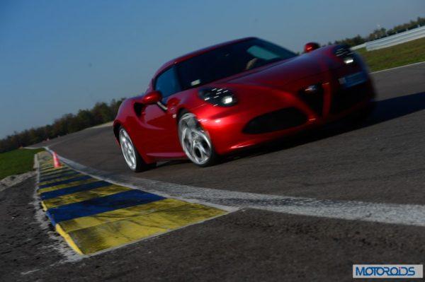 Alfa Romeo 4C review interior and exterior (18)