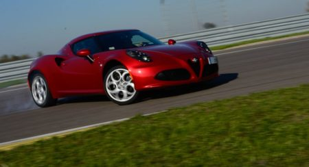 Alfa Romeo 4C review interior and exterior (24)