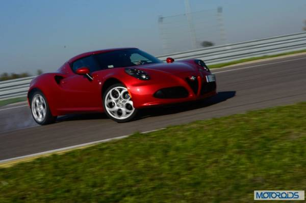 Alfa Romeo 4C review interior and exterior (24)