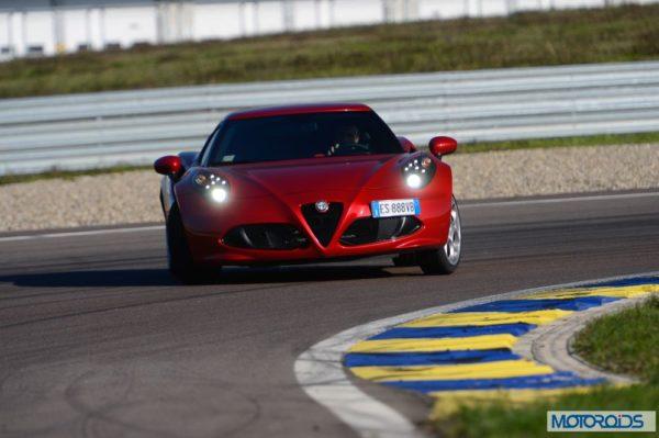 Alfa Romeo 4C review interior and exterior (29)