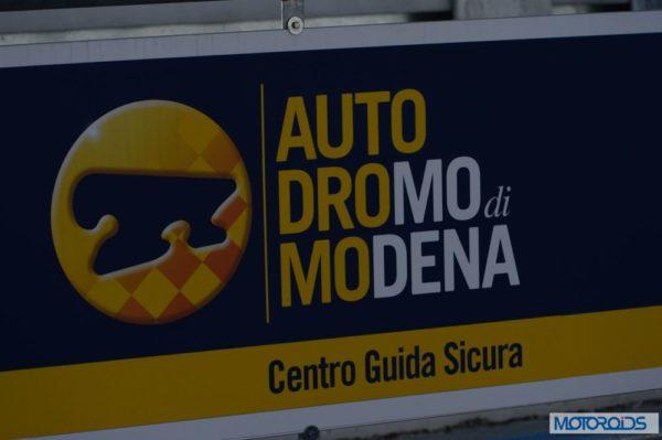 Alfa Romeo 4C review interior and exterior (39)
