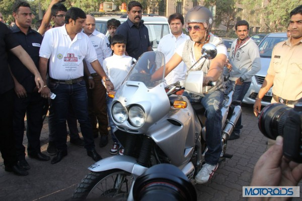 Helmet awareness and women safety Rally with Akshay kumar in Mumbai (4)