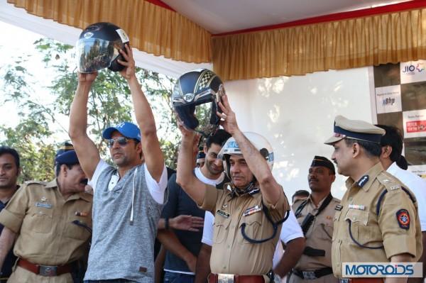 Helmet awareness and women safety Rally with Akshay kumar in Mumbai (5)